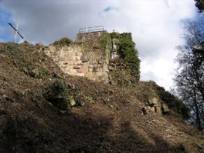 Kuernburg_Schildmauer_vor_Bergfried